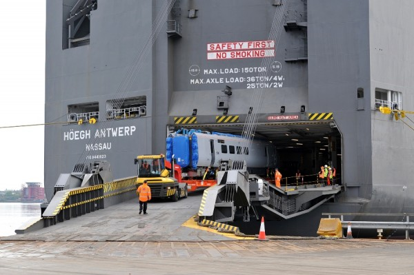 Höegh Antwerp discharges five train carriages at Port of Tyne